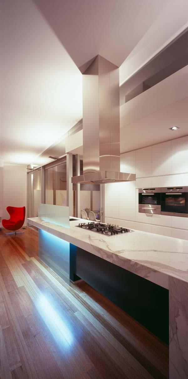 Excellent-symmetric-home-in-Melbourne-Australia-8