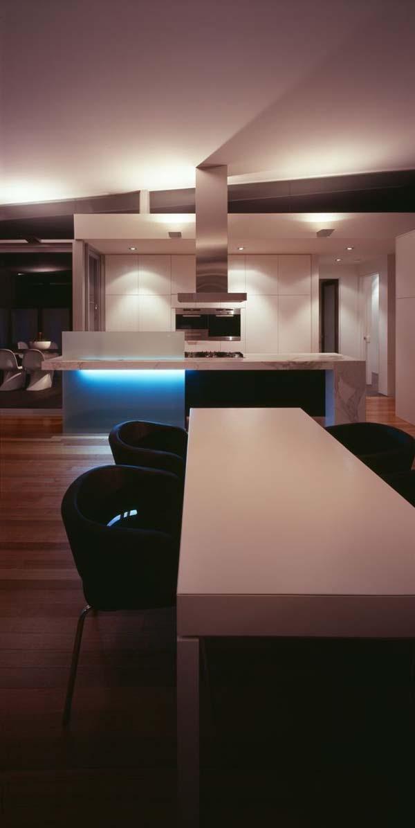 Excellent-symmetric-home-in-Melbourne-Australia-9