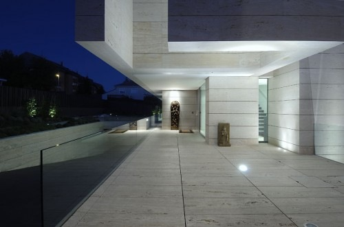 House-in-Pozuelo-de-Alarcn-by-A-cero-Architects-15