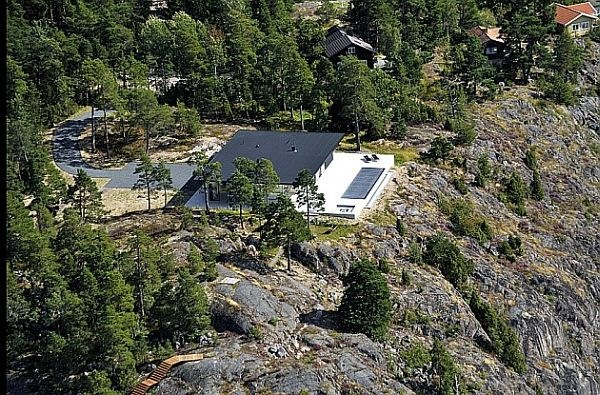 James-Bond-House-Stunning-Swedish-Villa-With-Lake-Views-10