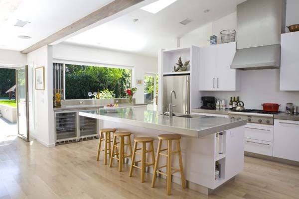 Surprising-Renovation-of-an-80-home-in-California-12