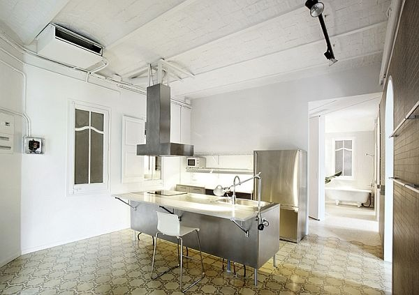 White-Renovated-Apartment-in-Barcelona-by-ARQUITECTURA-G-3