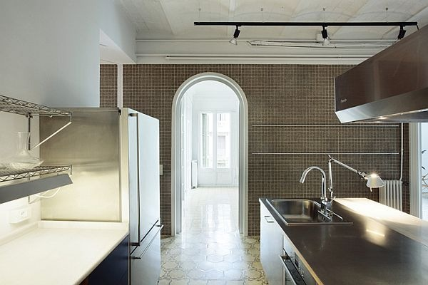 White-Renovated-Apartment-in-Barcelona-by-ARQUITECTURA-G-4