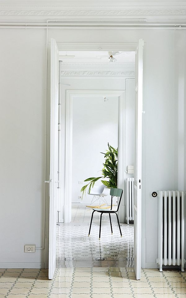 White-Renovated-Apartment-in-Barcelona-by-ARQUITECTURA-G-5
