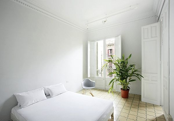 White-Renovated-Apartment-in-Barcelona-by-ARQUITECTURA-G-7
