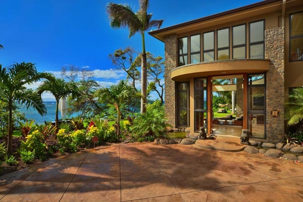 Luxury-Hawaii-Villa-by-Arri-Lecron-8