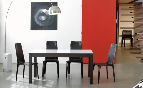 Practical-Extendable-Frame-Table-from-Ozzio-3