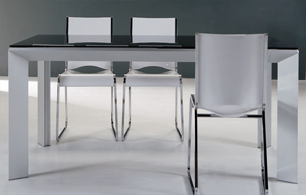 Practical-Extendable-Frame-Table-from-Ozzio-9