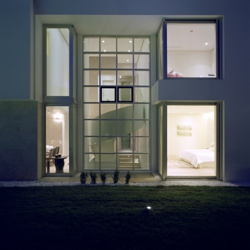 Wide-Open-Villa-by-KLab-Architects-12