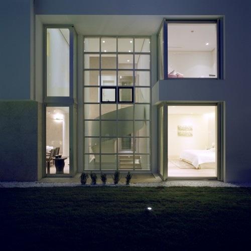 Wide-Open-Villa-by-KLab-Architects-12