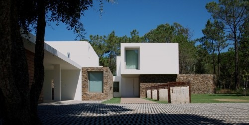 House-in-Meco-by-Jorge-Mealha-Architects-1