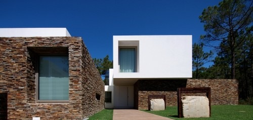 House-in-Meco-by-Jorge-Mealha-Architects-2